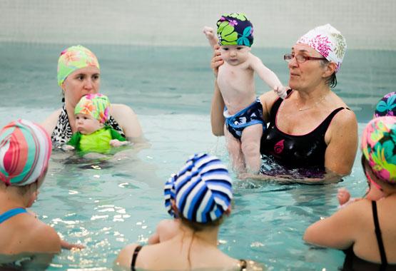 bebe deau ecole aquavie pour habilite motrice des enfants dans leau